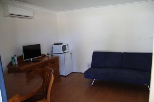 1 Bedroom Cabin Lounge
